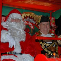 santa-and-mayor