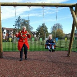 Mayor-and-junior-budgens-on-swing