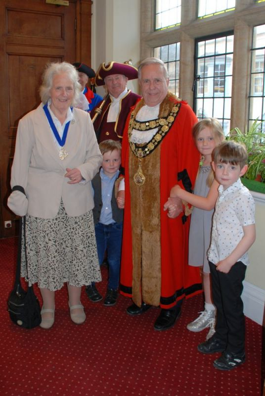 mayor-mayoress-grandchildren