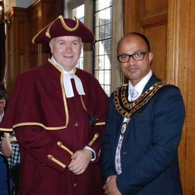 Macebearer-and-Mayor-of-Swindon