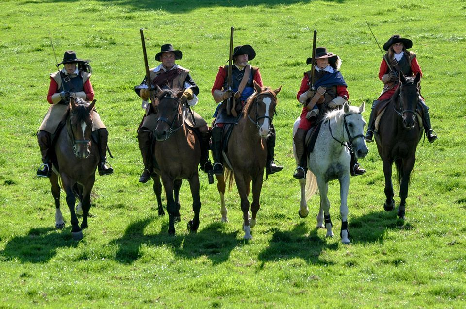 Cavalry-riding-with-carbines