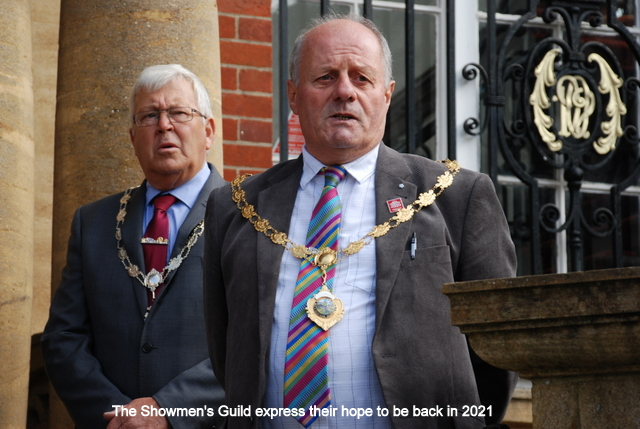 Two men wearing suit and tie with chains of office around their neck. Both have solemn expressions