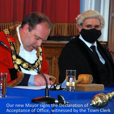MM21-003-Mayorsignsdeclaration-001